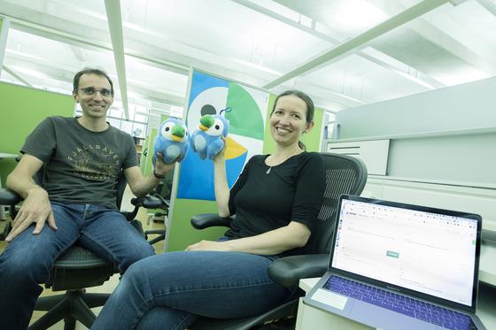 네이버의 AI 번역 서비스 '파파고'에 다니는 스테판 클렁셩(왼쪽)과 바실리나 니코리나. [사진 네이버]
