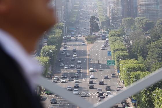 23일 오전 서울 서초구 누에다리에서 바라본 예술의 전당 일대가 뿌옇게 보이고 있다. [뉴시스]