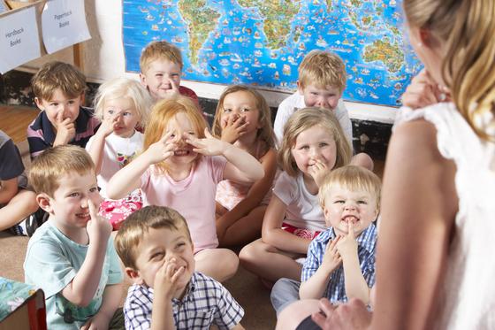 덴마크 7~16세 학생들은 9년제 초급학교에서 교육받는다. 9학년을 마친 후 1년을 더 다닐 수도 있다.