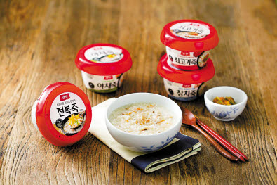 동원F&B는 죽 같은 전통식품부터 간편하게 활용할 수 있는 안주와 프리미엄 서양식까지 다양한 카테고리에서 가정간편식 제품을 선보이고 있다. 양반죽은 1992년 출시된 가정간편식 죽 브랜드로 20여 종이 판매되고 있다. [사진 동원F&B]