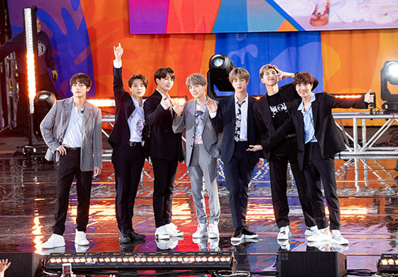 왼쪽부터 뷔, 지민, 정국, 슈가, 진, RM, 제이홉. [AFP=연합뉴스]