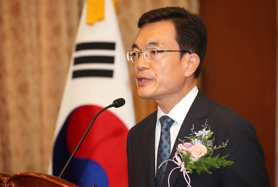 조세영 외교부 제1차관이 24일 서울 도렴동 외교부청사에서 열린 취임식에서 취임사를 하고 있다.[연합뉴스]