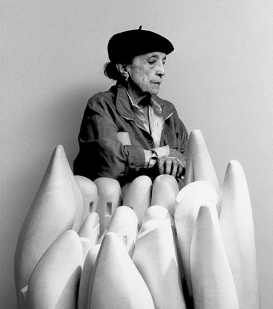 프랑스 출신의 세계적 조각가 루이즈 부르주아(Louise Bourgeois, 1911~2010). 그는 일흔이 될 때까지 대중에게 거의 이름이 알려지지 않은 무명 예술가였다. [중앙포토]