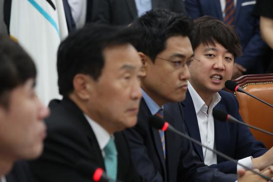이준석 최고위원이 손학규 대표를 향해 비판하고 있다. 오종택 기자