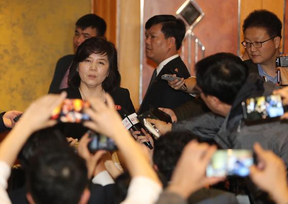 북한 최선희 외무성 부상(현 제1부상)이 하노이 2차 북미회담 결렬 후 제재 해제를 요구하는 기자회견을 하고 있다. [연합뉴스]
