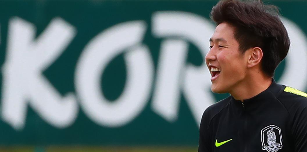 2019 FIFA U-20 월드컵 개막을 앞두고 한국 대표팀 이강인이 22일 오후 폴란드 비엘스코-비아와 레코드 훈련장에서 공식 훈련을 펼치며 팀 동료들을 독려하고 있다. [연합뉴스]