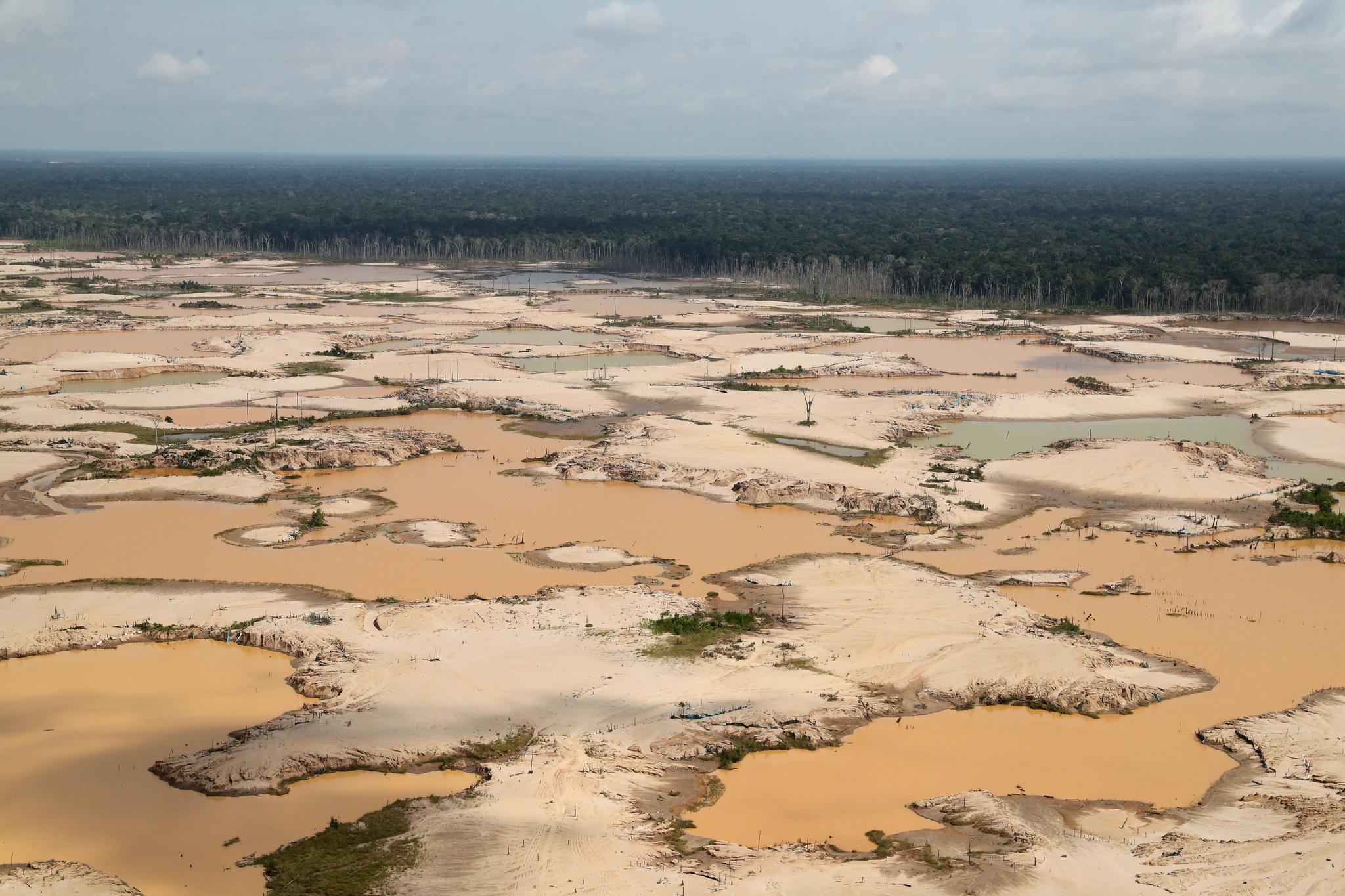 불법 광산 채굴로 인해 파괴된 남미 페루의 아마존 열대우림. {EPA=연합]