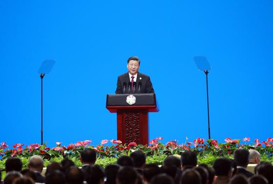 시진핑(習近平) 중국 국가주석이 지난 15일 중국 베이징(北京) 국가회의중심에서 열린 제1회 아시아문명대화대회에서 개막 연설을 하고 있다. [연합뉴스]