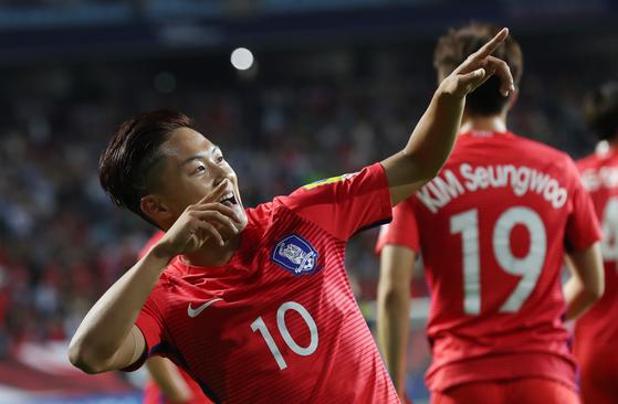 2017년 U-20 월드컵 조별리그 2차전 아르헨티나전에서 골을 넣고 기뻐하는 이승우. [사진 일간스포츠]