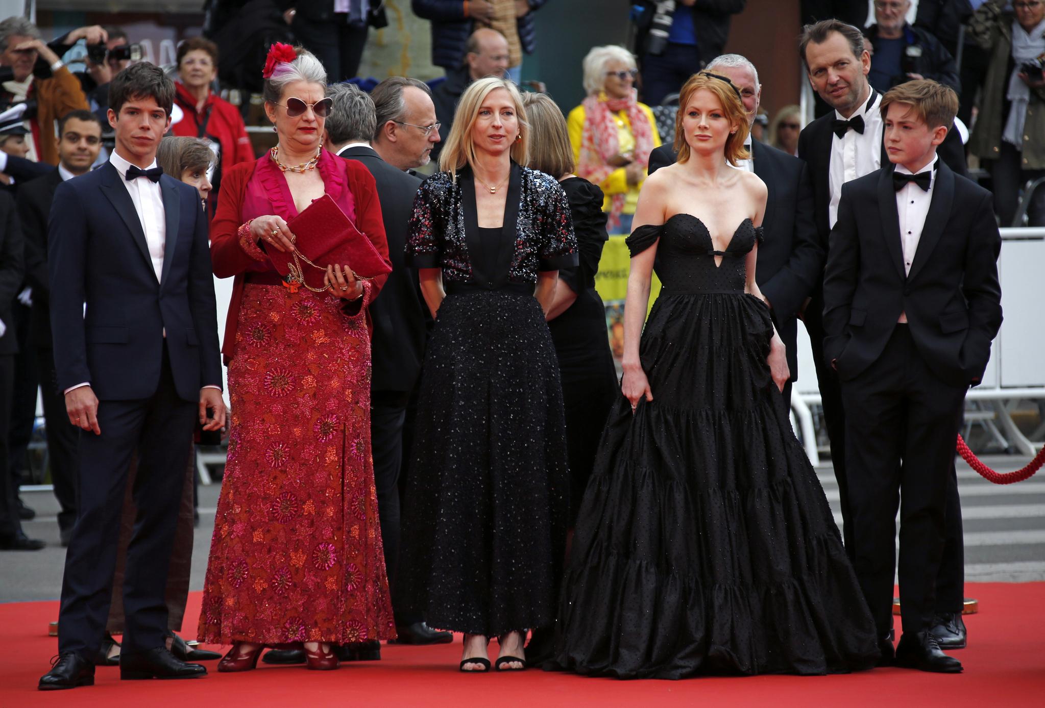제 72회 칸 국제영화제(Cannes Film Festival 2019) 경쟁 부문에 초청된 영화 '리틀조'(Little Joe) 레드카펫이 17일(현지시간) 프랑스 칸 팔레 데 페스티발에서 진행됐다.[로이터=연합뉴스]