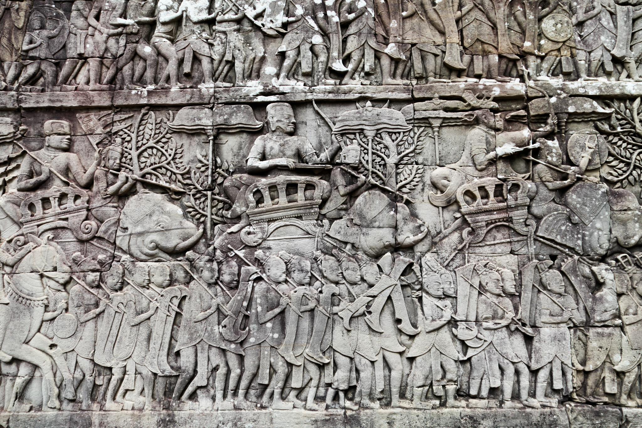 바욘 사원에도 재미난 부조가 많다. 조각 속 수염 기른 이들은 중국 군인이다. 최승표 기자