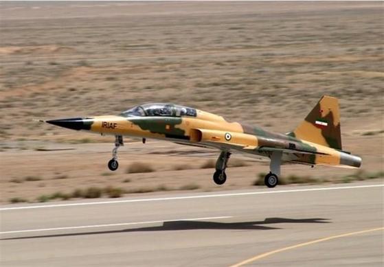 이란이 공개한 첫 자체개발 전투기 코우사르. 연합뉴스