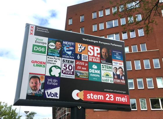 지난 20일 네덜란드 거리에 내걸린 유럽의회 선거 출마 16개 정당의 선거 포스터. 나비 로고가 새겨진 게 네덜란드 동물당(PvdD)의 포스터다. [더치뉴스 캡처]