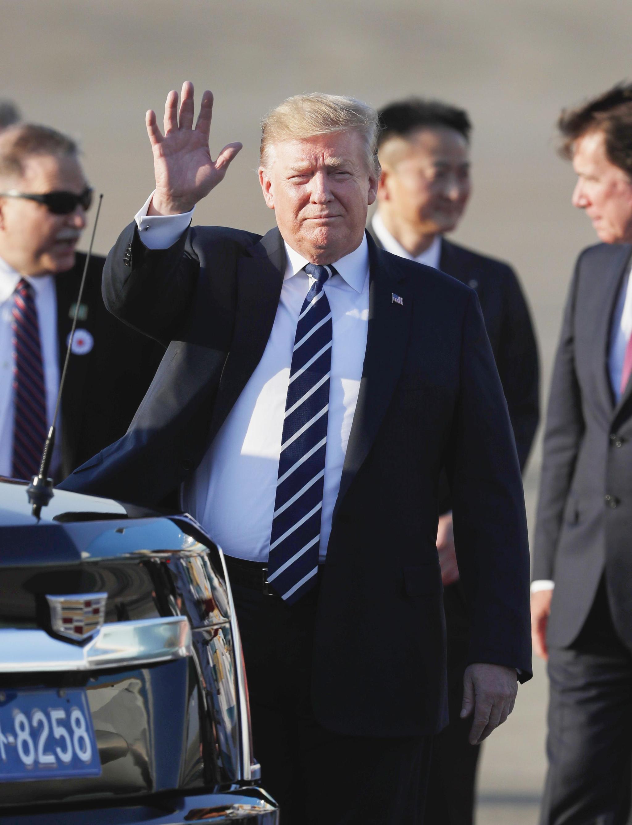 트럼프, 도쿄 도착…아베와 11번째 정상회담·5번째 골프