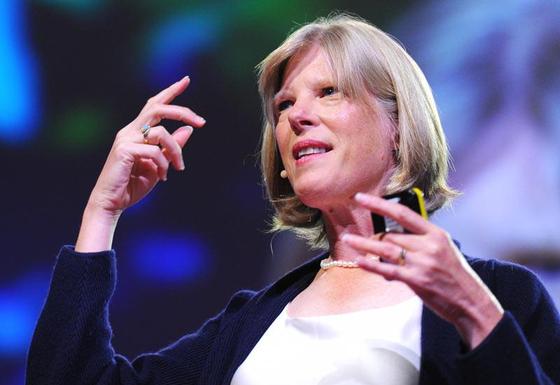 DAF-2 유전자를 억제함으로써 예쁜꼬마 선충의 수명을 2배로 늘린 UCSF의 신시아 케니언 교수가 TED 강연을 하고 있다. [사진 Youtube 캡처]
