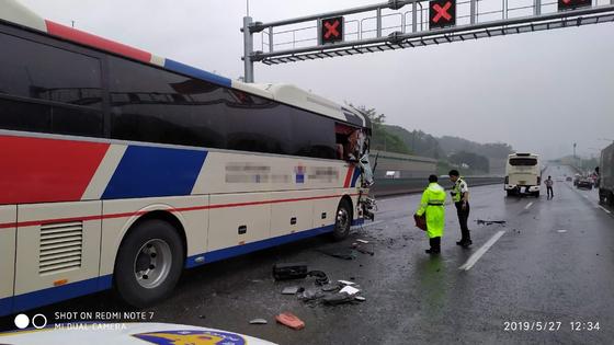 현장학습 초등생들 탄  버스 3중 추돌…안전벨트가 대형 사고 막아