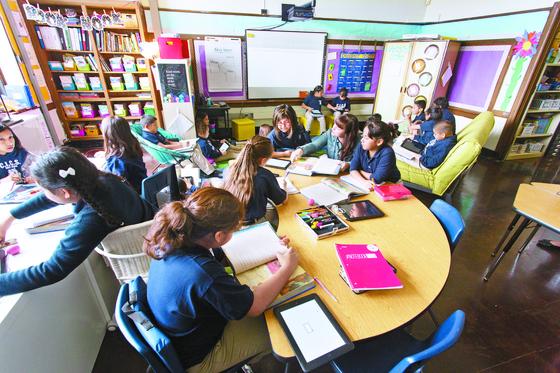 미국 비영리 교육 단체 립 이노베이션스가 추천한 맞춤학습 소프트웨어로 개인별 수준에 맞는 수업을 하는 학생들. [사진 립이노베이션스]