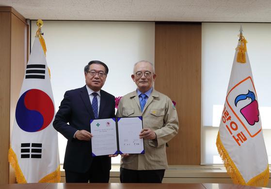 부영그룹 창신고에 전자칠판 30대 기증