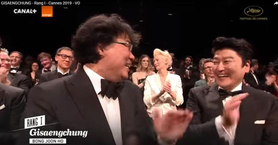 봉준호 감독과 배우 송강호 [칸 영화제 공식 유튜브 영상 캡처. Festival de Cannes (Officiel)]