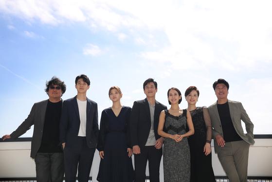 영화 '기생충' 봉준호 감독(맨 왼쪽)과 배우들. [일간스포츠]