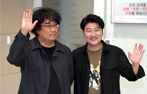 귀국한 봉준호·송강호 황금종려상, 한국 관객들 애정 덕분
