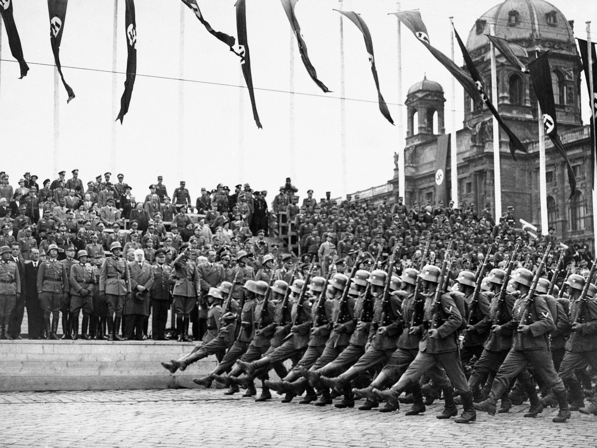 제 2차 세계대전 당시인 1938년 3월 24일 독일군이 오스트리아를 나치 독일에 병합한 직후 수도 빈에 도착하는 모습. [AP=연합뉴스]