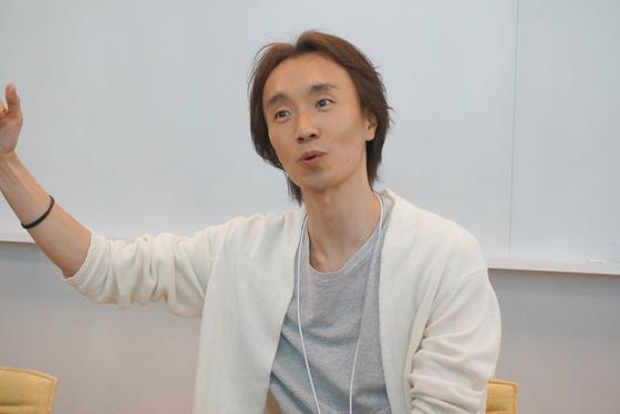 김재용 카카오재팬 대표가 만화 앱 서비스 픽코마가 일본에서 성공한 비결을 소개하고 있다. 도쿄=이수기 기자