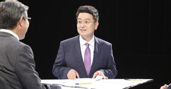 JTBC 정치 토크쇼 '썰전'에 출연 중인 이철희 의원. [사진 JTBC]