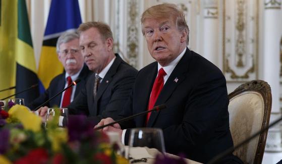 오른쪽부터 도널드 트럼프 미국 대통령, 패트릭 섀너핸 국방장관대행, 존 볼턴 백악관 국가안보보좌관.
