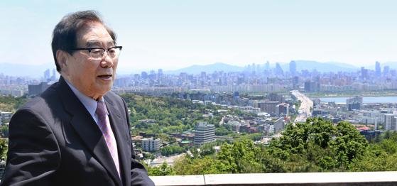 오원철 전 경제수석이 2015년 중앙선데이와 인터뷰를 하는 모습. [중앙포토]