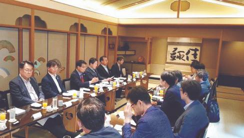 '합이 20선' 의원 5명 도쿄 갔는데…일본 초선 1명 만났다