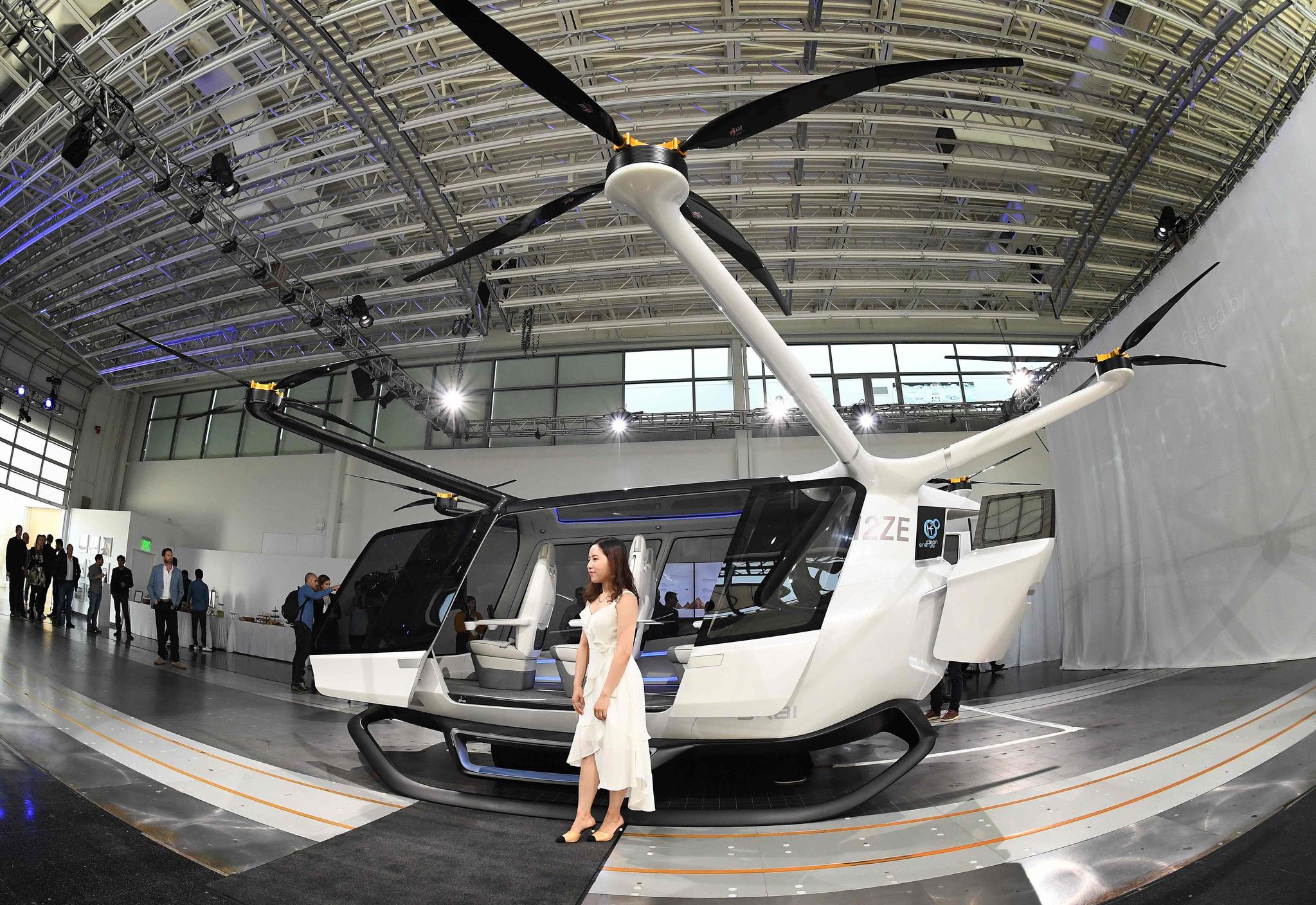 30일(현지시간) 미국 캘리포니아주 뉴버리파크에서 세계 최초로 수소연료 전지가 탑재된 비행 차량 '스카이'(Skai)가 공개됐다. [AFP=연합뉴스]