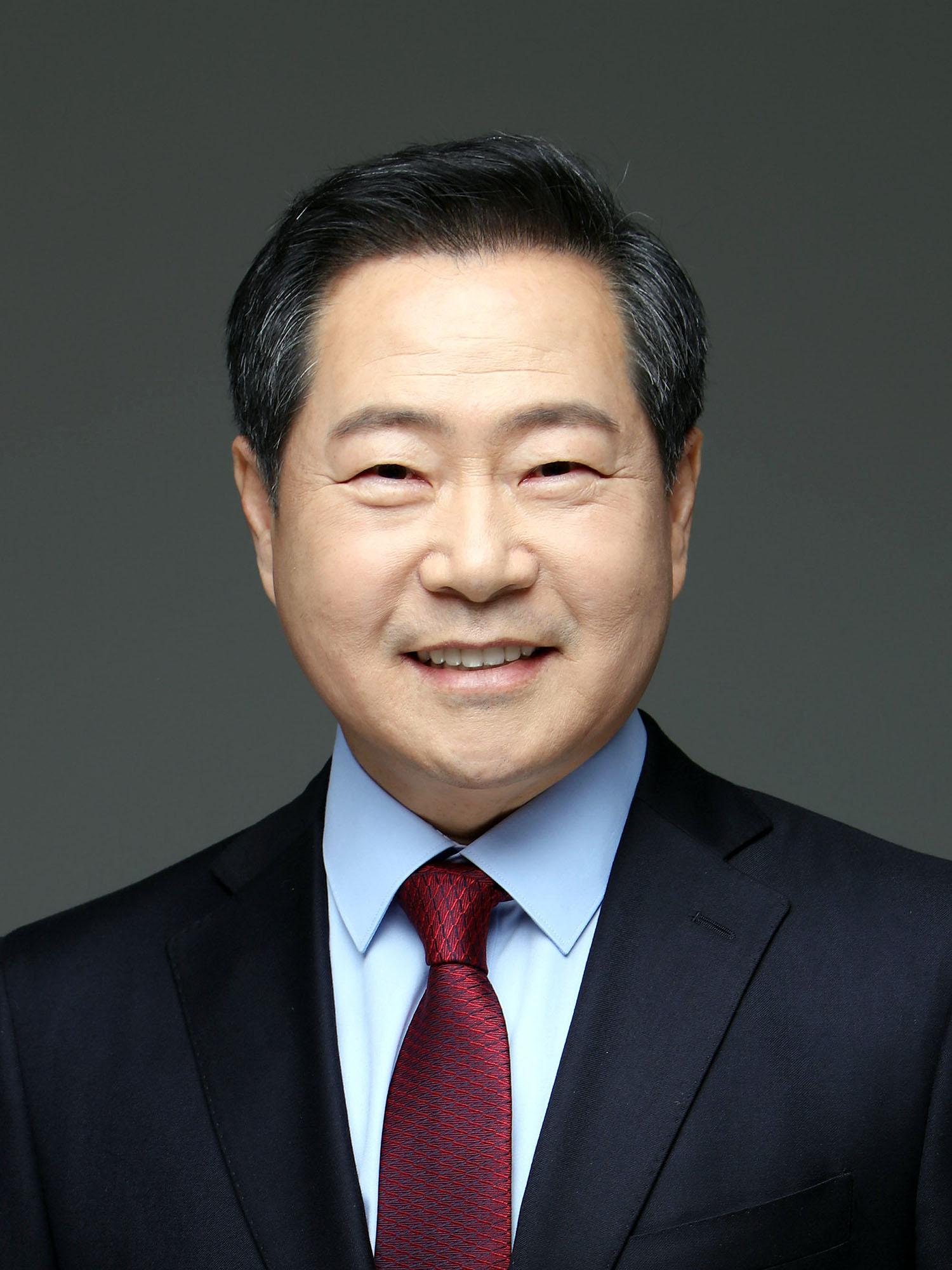 공주대는 31일 제7대 총장에 원성수(56) 행정학과 교수가 임명됐다고 밝혔다. [사진 공주대]
