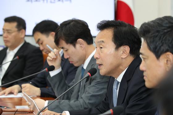 바른미래당 손학규 당대표가 31일 국회에서 열린 최고위원회의에 참석해 발언하고 있다. 오종택 기자