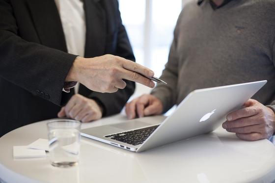 퇴직연금 모집인은 퇴직연금에 가입하려는 사람에게 제도 운용에 관해 설명해주는 역할을 한다. [사진 pixabay]