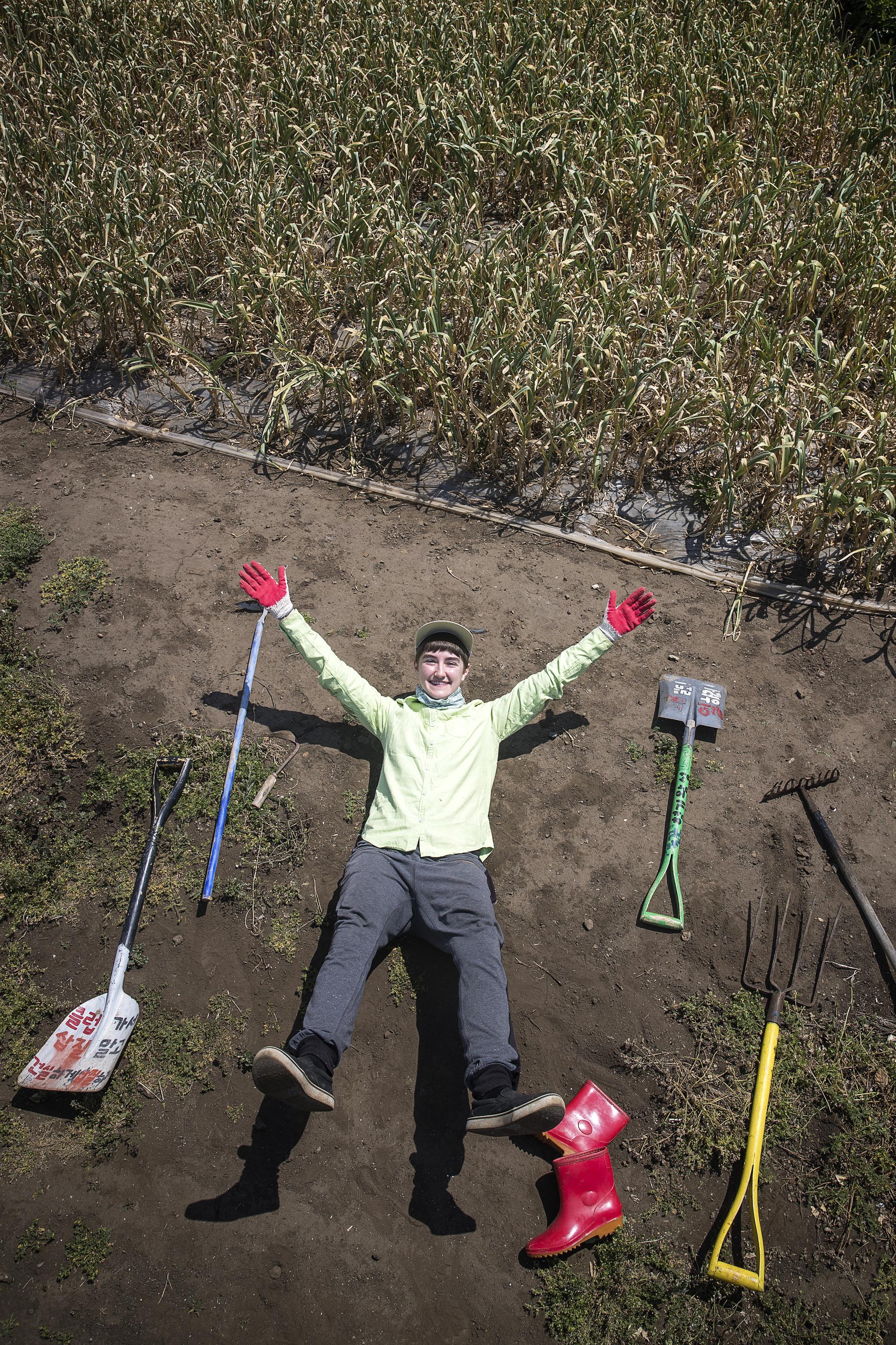 도하리는 미국 시카고에서 제주로 왔다. 3년째 농사꾼으로 살고 있다. 작은 씨앗을 손으로 직접 뿌리며 이웃 어르신들과 '우리는 같다'라는 삶을 꿈꾼다. 장진영 기자