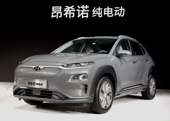 현대자동차가 중국에서 판매되는 코나 일렉트릭(중국명 엔씨노)에 중국 CATL의 전기차 배터리를 장착하기로 결정했다. 원래 코나 일렉트릭에는 LG화학 배터리가 들어가지만, 중국의 보조금 차별로 인해 중국산 배터리를 달기로 했다. [사진 현대자동차]