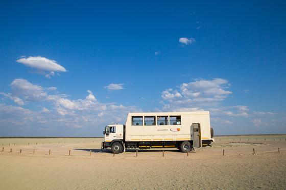 이것은 트럭인가 버스인가. 아프리카 트럭킹 여행에 이용되는 특수 차량. 아프리카 여행을 위해 최적화된 차량이다. [사진 베스트레블]