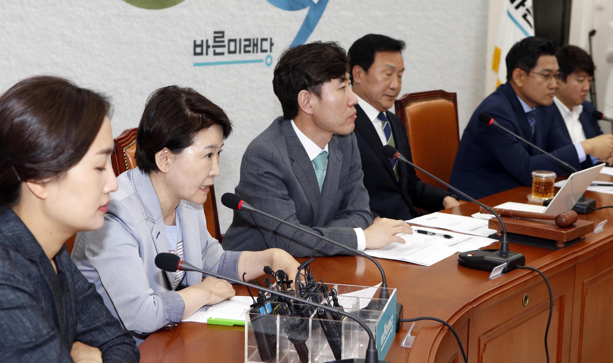 바른미래당 최고위원회의가 3일 국회에서 열렸다. 권은희 최고위원(왼쪽 둘째)이 발언하고 있다. 변선구 기자