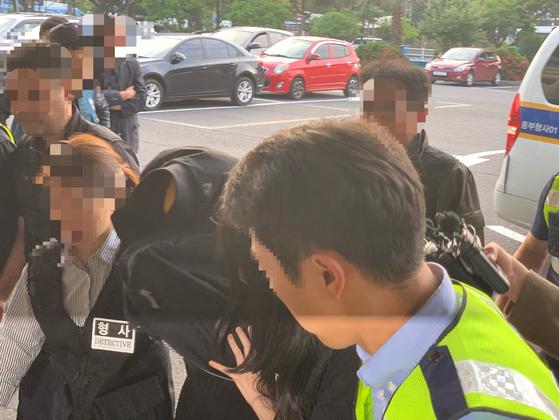 지난 1일 제주로 압송되는 제주 펜션 살인 용의자. 최충일 기자
