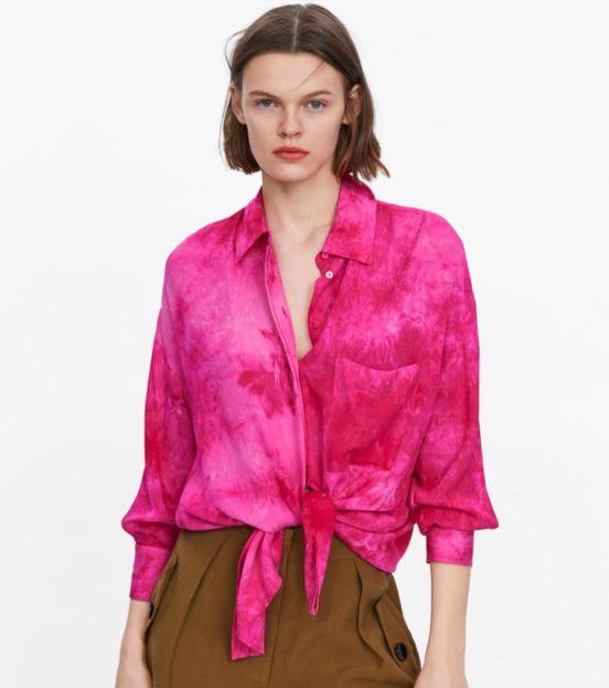 타이다이 패턴의 핑크 셔츠. [사진 자라]