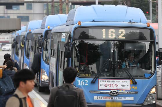 올해부터 서울 모든 버스에 공공 와이파이망이 깔린다.[연합뉴스]