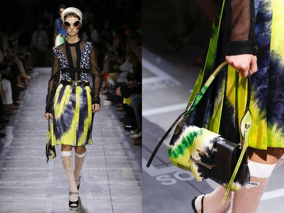 타이다이 패턴의 실크 스커트와 가방을 선보인 프라다의 2019 스프링 컬렉션.