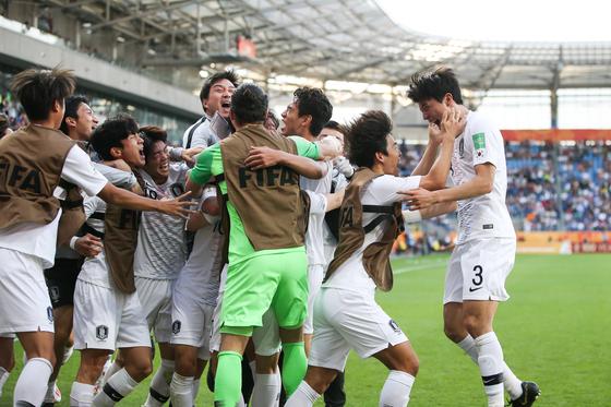 일본과 U-20월드컵 16강전에서 골을 터트린 한국 공격수 오세훈이 기뻐하고 있다. [대한축구협회]