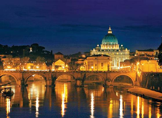 이탈리아에 있는 바티칸 박물관의 야경. 역대 로마 교황의 거주지였던 바티칸 궁 전을 18세기 후반에 박물관으로 개조해 공개하고 있다. [사진 자유투어]