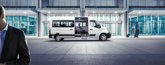르노 마스터 버스는 편안한 공간과 강화된 안전성을 갖춰 학원버스, 레저 및 여행 등 다양한 목적에 맞게 운행할 수 있는 것이 장점이다. [사진 르노]
