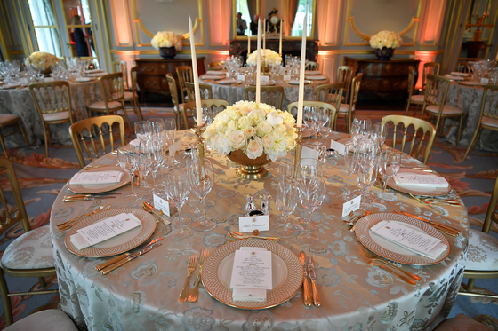 영국을 국빈방문중인 트럼프 대통령이 4일 영국 찰스 왕세자 부부등을 초청한 만찬 테이블 모습. [AFP=연합뉴스]