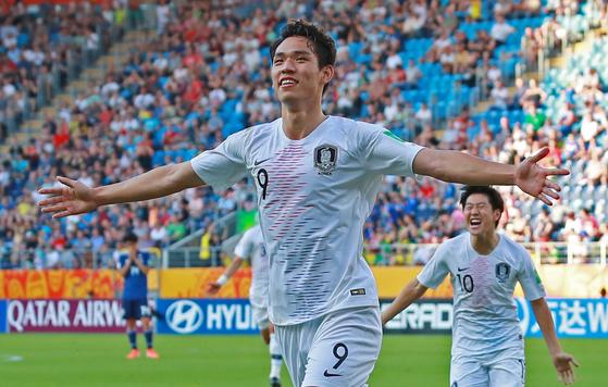 오세훈이 일본을 상대로 결승골을 터뜨린 뒤 두 팔을 활짝 펼쳐보이고 있다. [연합뉴스]