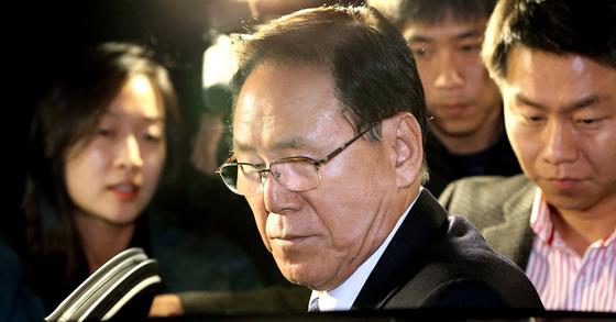 한 때 최측근이었던 김백준 전 청와대 총무기획관은 이 전 대통령 1심 유죄의 핵심 근거가 됐다. 그의 진술의 신빙성을 다투는 게 항소심 핵심 쟁점으로 떠올랐다.[연합뉴스]