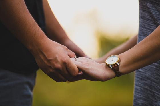 """일 년 전 즈음 결혼식을 올린 후 얼마 전 한 아이의 아빠가 된 후배를 만났다. 후배는 아내에게 하루에도 몇 번을 """"미안합니다""""라고 한단다. [사진 unsplash]"""